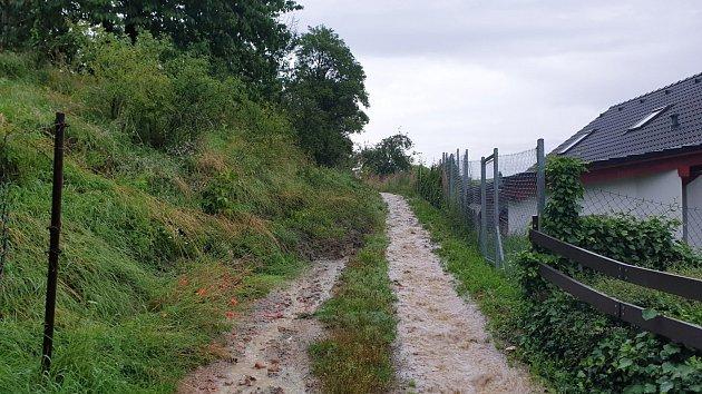 V Litomyšli došlo vlivem dešťů k sesutí svahu