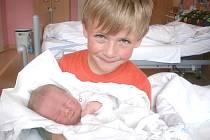 NELA BRABENCOVÁ.  Holčička se narodila 24. června ve 12.15 hodin v Litomyšli. Po narození Nelinka vážila 3,6 kilogramu a měřila 52 centimetrů. Rodiče Petra a Dušan si dcerku odvezli do Sebranic, kde se z malé sestřičky raduje i Daneček.