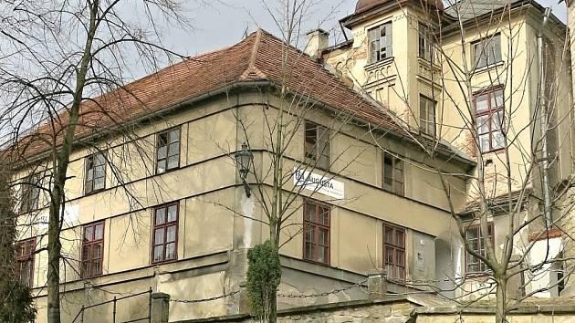 BUDOVA tiskárny U Turečků na kopečku, pozdější Augustova tiskárna, získala svou podobu v roce 1827.