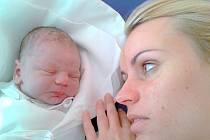 DAMIÁN SCHWACH. Klučina se narodil v Litomyšli 19. dubna v 8.04 hodin. Měřil půl metru a vážil 3,35 kilogramu. S rodiči Michaelou a Jiřím bude Damián vyrůstat v Poličce.