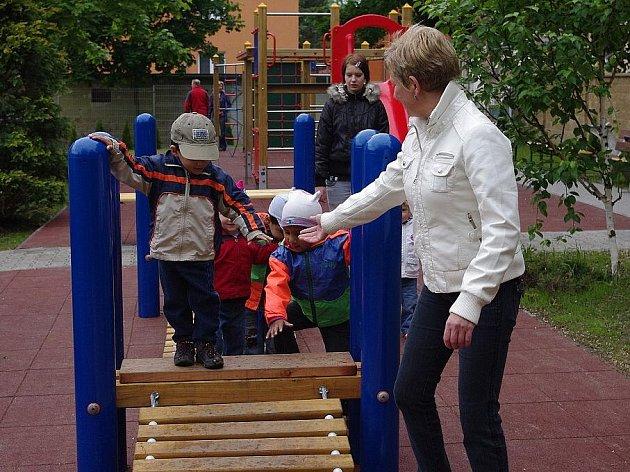 Bezbariérové dětské hřiště v blízkosti svitavské základní školy v Riegrově ulici.