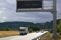 Na Hřebečský tunel  motoristy s dostatečným předstihem upozorní nové světelné tabule