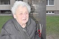 EVA DUŠKOVÁ se podívala do Litomyšle naposledy vloni v prosinci. Tehdy se zúčastnila odhalení pamětní stély v místě bývalé židovské synagogy.