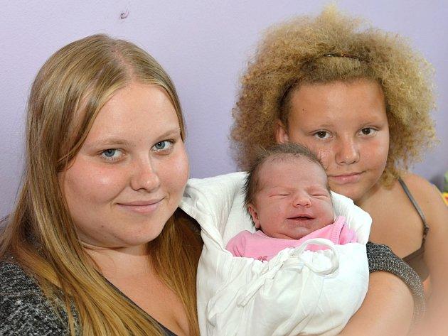 ANNA VTELENSKÁ. Narodila se 5. července Pavlíně a Leošovi z Opatova. Měřila 50 centimetrů a vážila 3,54 kilogramu. Na fotografii je se sestrami Klárou a Leonou.