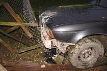 Řidič havaroval s BMW a utekl.