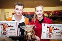 Mistři České republiky. Na snímku vlevo je Denis Kinc, vpravo vítězka v ženské kategorii Petra Stanková.