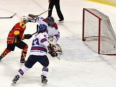 Hokejové derby přineslo vítěznou radost litomyšlským hráčům (v bílém).