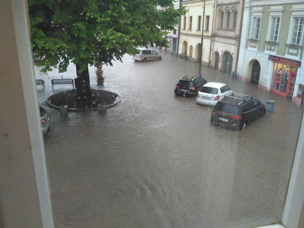 Během chvíle se v Litomyšli ocitlo několik ulic, náměstí a křižovatky i dětské hřiště u řeky Loučné.