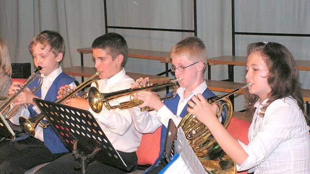 Mladí hudebníci vystoupili ve Fabrice.