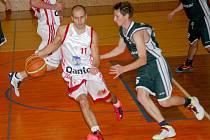 Téměř po celý zápas vedla svitavská rezerva (v bílém) nad rivalem ze Žabovřesk a zvládla i koncovku tohoto duelu.