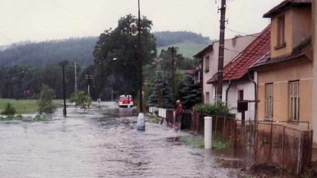 Rozvodněná řeka Svitava před patnácti lety zalila Březovou.