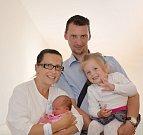 NATÁLIE VOPAŘILOVÁ. Narodila se 1. července Lucii a Martinovi z Chmelíku. Měřila 47 centimetrů a vážila 3,24 kilogramu. Má sestřičku Lucii.