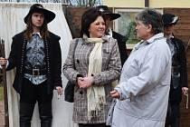 EBES. Hosté z Maďarska navštívili Poličku. Szabóné Karsai Mária (uprostřed) je starostkou maďarského města.
