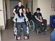 Úděl postižených zažili studenti na vlastní kůži