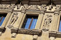 Dům U Rytířů v Litomyšli. I takový renesanční klenot můžete obdivovat při jarních procházkách. Stačí zvednout hlavu.