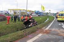 Nehoda u benzinové stanice Slovnaft.