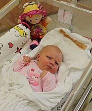 ANIČKA PROCHÁZKOVÁ přišla na svět 3. listopadu v 19.49 hodin. Vážila 3,98 kilogramu a měřila 51 centimetrů. Vyrůstat bude v Pomezí s rodiči Libuší Stachovou a Lubošem Procházkou.