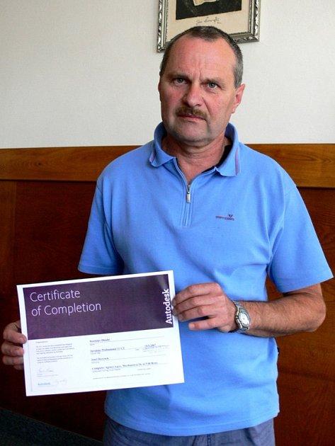 Josef Herynek vedl projekt virtuálního řezu, za něž dostal Rostislav Dlouhý certifikát.