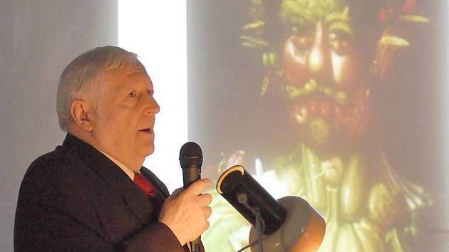 František Makeš. Jeho nejvýznamnější prací je restaurování Arcimboldova portrétu Rudolfa II. Výrazně přispěl i k odhalování padělků uměleckých děl. Nyní přednáší v Litomyšli.