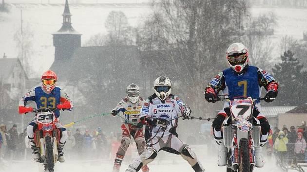 Republikový šampionát v motoskijöringu na trati v Klášterci nad Orlicí.