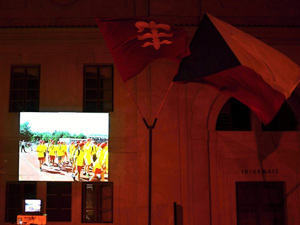 ZIMNÍ OLYMPIÁDA DĚTÍ A MLÁDEŽE 2018 byla slavnostně zahájena v neděli i na zámeckém návrší v Litomyšli.