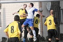 V nejvyšší fotbalové soutěži Pardubického kraje si o víkendu připsaly tři body po dvouzápasovém výpadku Svitavy, i když proti Lanškrounu daly klíčový druhý gól až deset minut před koncem.
