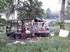 Vrak vyhořelého karavanu v Moravské Třebové.