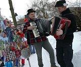 Průvody masek, zabíjačkové hody a folklórní soubory se vyrojily po celém Česku. V sobotu začalo masopustní veselí před obdobím půstu.
