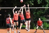 V POSLEDNÍCH ZÁPASECH sezony si volejbalistky svitavského béčka dvakrát poradily se soupeřkami z Vysokého Mýta.
