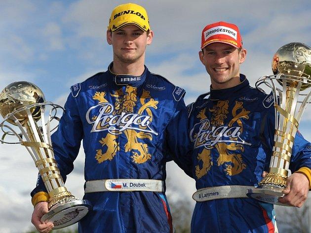OBA ÚSPĚŠNÍ jezdci týmu Praga Racing. Vlevo Martin Doubek (druhý v kategorii KZ2), vpravo Holanďan Bas Lammers.