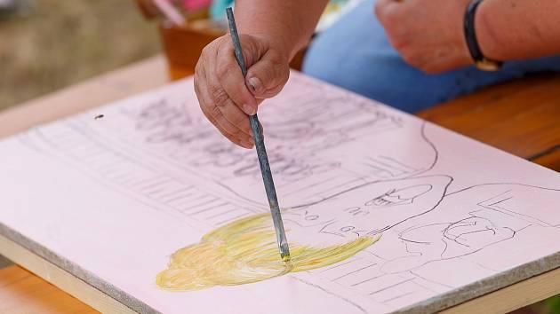 NOVÉ OBRAZY pro galerii Venkovka vznikly pod rukama malířů o víkendu v Parku patriotů.
