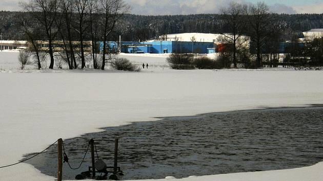 Rybník Rosnička v zimním období.