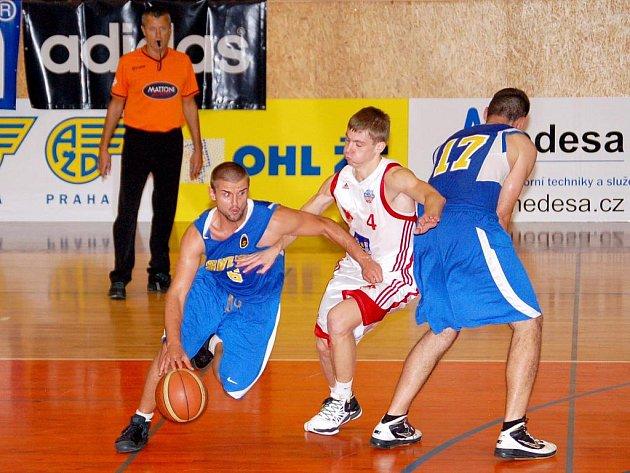 Jeden slovenský tým porazili, další na Tury čeká na konci týdne. V pátek a v sobotu se Svitavy utkají s Komárnem.