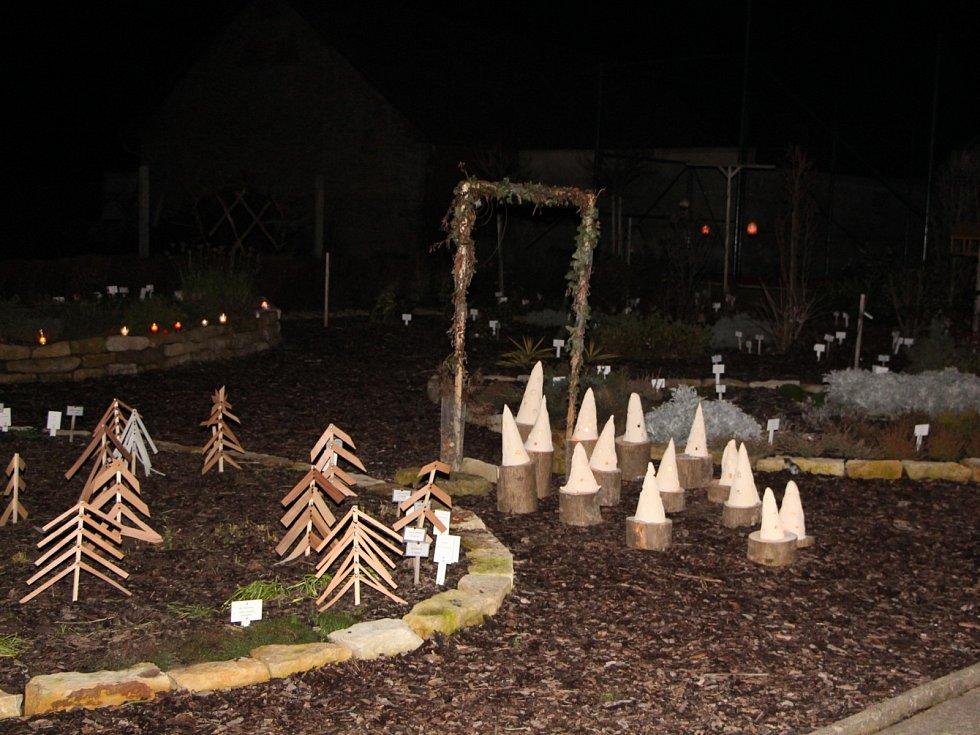 Vánoční zastavení na školní zahradě v Morašicích.