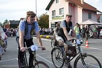 Biskupické kaléšek 2012 - festival dobré pálenky. K němu patří už jedenáct let závod historických velocipedů.