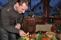 Václav Trunec z Chotovic u Litomyšle rozsvítil na svém domě a zahradě tisíce žárovek.