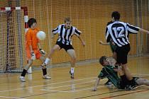 Halovým turnajem otevřelo deset dorosteneckých družstev z pěti okresů fotbalový rok 2010.