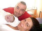SOFIA DVOŘÁKOVÁ. Manželé Radek a Ester se konečně dočkali holčičky. Sofia vykoukla v Litomyšli 18. dubna ve 13.10 hodin. Vážila 3.35 kilogramu a měřila půl metru. Doma se na ni těší bráškové Leonardo, Enrico a Adriano.