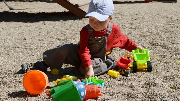 Dětská hřiště jsou oblíbeným místem pro vydovádění dětí.