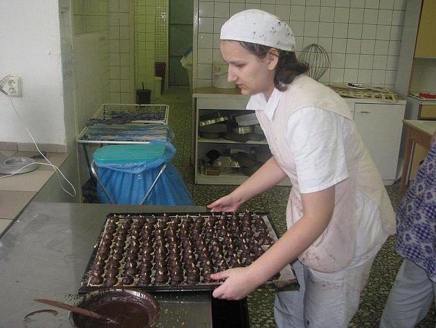 O cukroví od studentů z Poličky je velký zájem.
