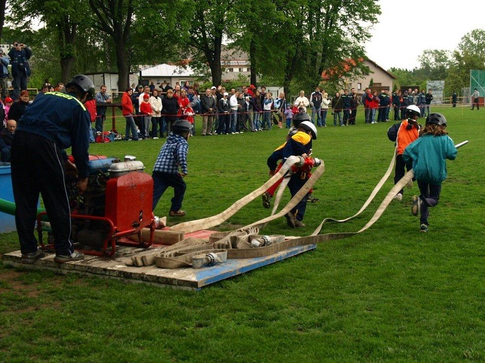 Okrskové závody hasičů v Bystrém.