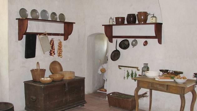 Hradní kuchyně v podobě připomínající druhou polovinu 19. století.