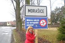 U vjezdů do některých obcí vidíte od středy cedule s nápisem Máme nárok na evropské peníze.