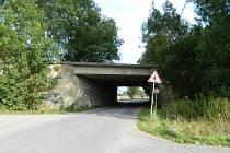 U JEVÍČKA. Současný snímek. Jde o deskový most přes silnici na Křenov.