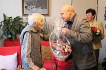 Ve středu 6. února zaznamenala veledůležitý životní milník Vlasta Tyčová, když měla tu krásnou příležitost oslavit své sté narozeniny.