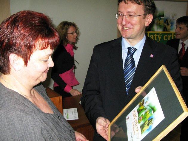 Ocenění za webové stránky převzala zátupkyně obce Jroměřice.