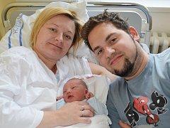 MARIÁN PENIAS. Do Stašova si Marie a Marián odvezou prvního synka. Narodil se ve svitavské porodnici 2. července v 1.54 hodin. Sestřičky mu naměřily 48 centimetrů a navážily 3,2 kilogramu.