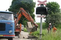 Oprava železničního přejezdu. Ilustrační foto.
