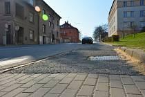 Pět milionů korun letos město vyčlenilo na opravy chodníků. Požadavků mají na radnici celý seznam.