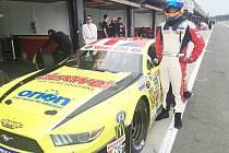 Martin Doubek na okruhu ve Valencii se svým závodním speciálem Ford Mustang.